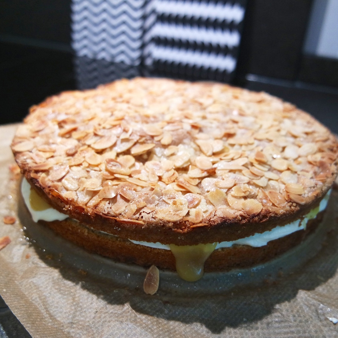 Food Easy Peasy Lemoncurd Torte Mit Grosser Wirkung Ein Wenig